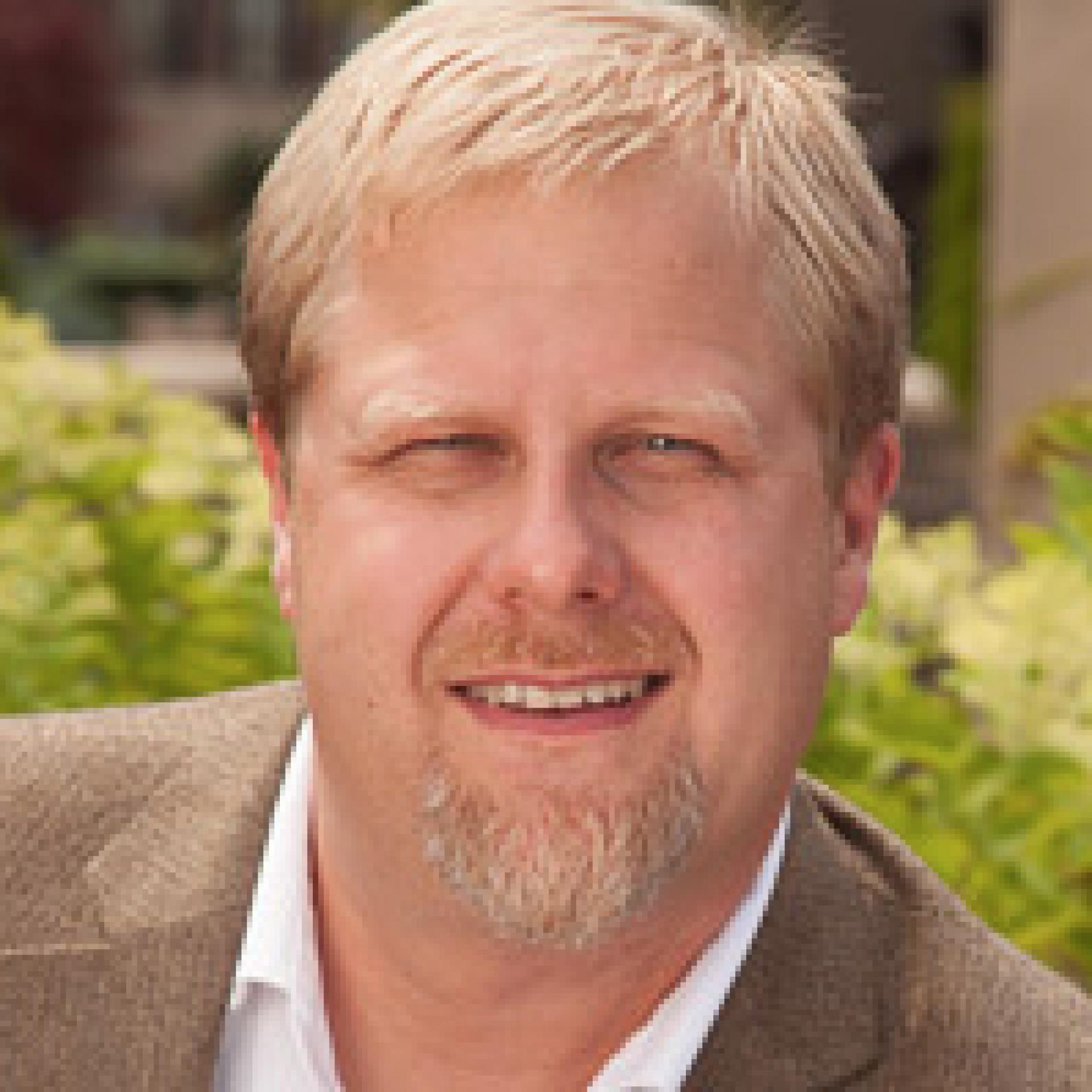 Dr Krister Lowe